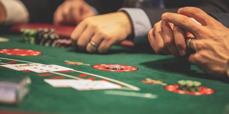 Wanneer en waarom wordt Holland Casino geprivatiseerd?